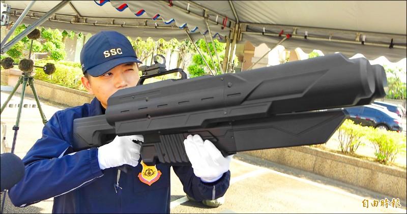 國安局今年採購「SKYNET」空拍機干擾器,可藉由干擾波致使他人操作的小型航空器降落。(記者劉信德攝)