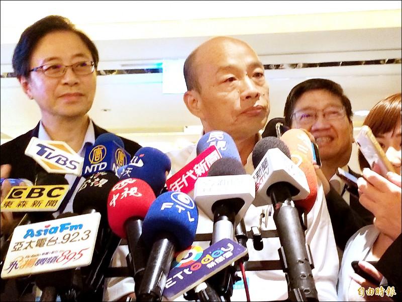 針對南港豪宅案,國民黨總統參選人韓國瑜昨天在新竹縣受訪時自嘲,一個中年人在失業狀態下,應該到按摩院紓壓,怎麼可能施壓?(記者廖雪茹攝)