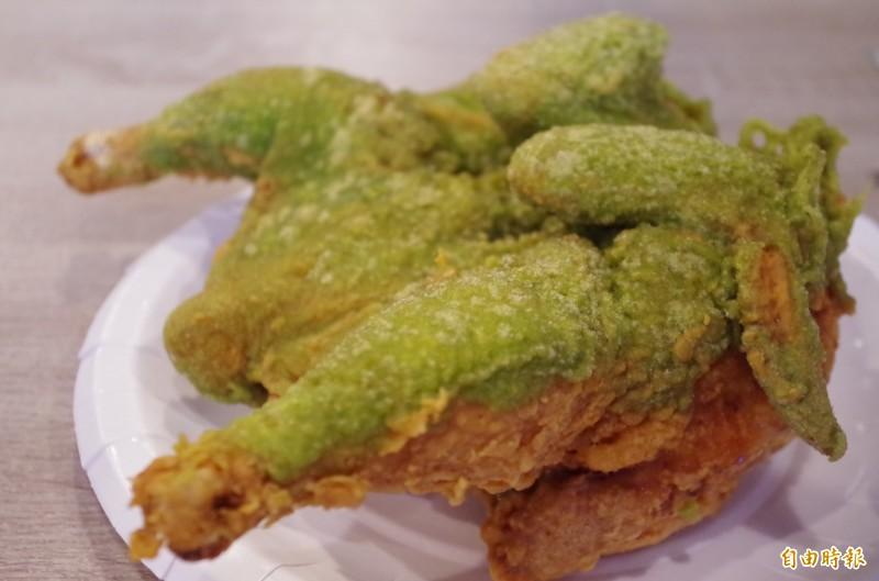 桃城雞排一年可賣出逾千隻的炸全雞。(記者王善嬿攝)