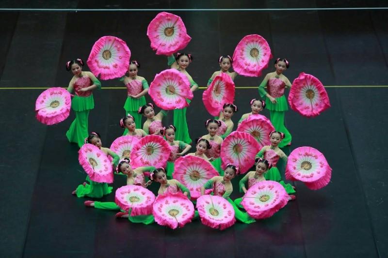 深耕基隆舞蹈教育多年的楓香舞蹈團,今年在孫翠玲老師指導下參與全國學生舞蹈比賽基隆市初賽,4所學校分別拿下4個特優。(記者俞肇福翻攝)