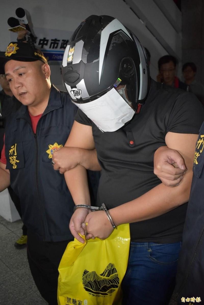 凶嫌陳宏嘉移送地檢署時不發一語。(記者張瑞楨攝)