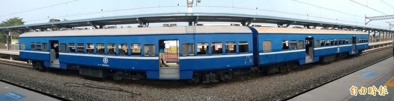 每天僅一列車的藍皮普快,成為《南國漫讀節》的文學講座場所。(記者陳彥廷攝)