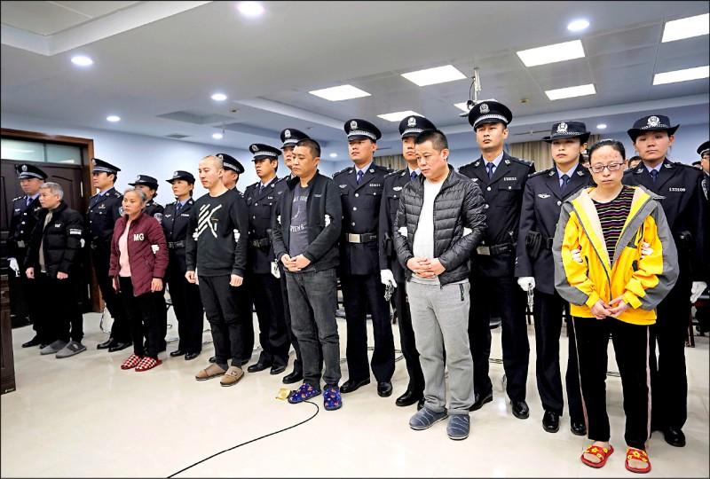 中國和美國首度聯手破獲的鴉片類藥物芬太尼走私案,九名被告七日在中國河北省邢台市中級人民法院聆聽宣判。 (路透)