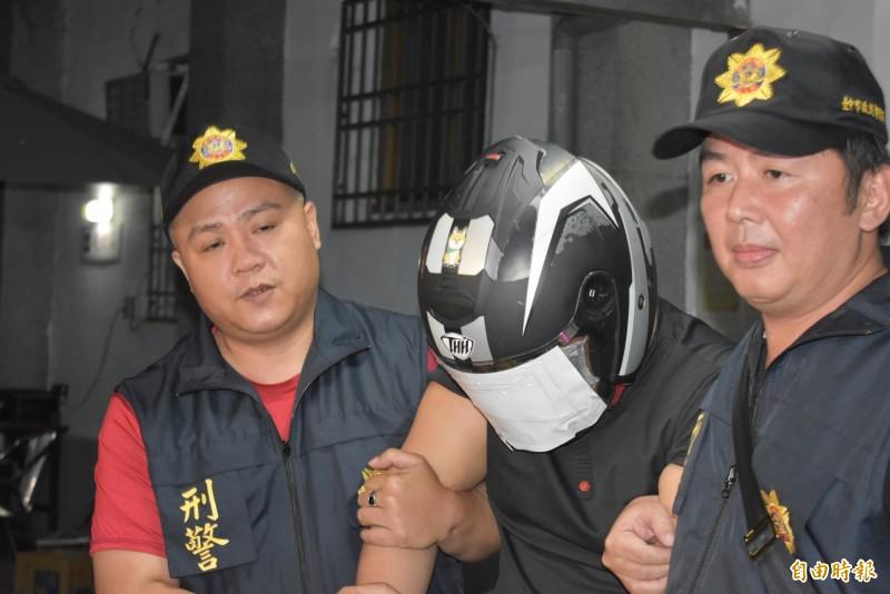 殺害母子3人的凶嫌陳宏嘉,移送地檢署時不發一語。(記者張瑞楨攝)