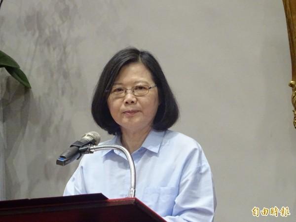 國民黨總統參選人韓國瑜遭媒體報導曾購買南港7200萬豪宅,總統蔡英文(見圖)反成藍營攻擊對象。(資料照)
