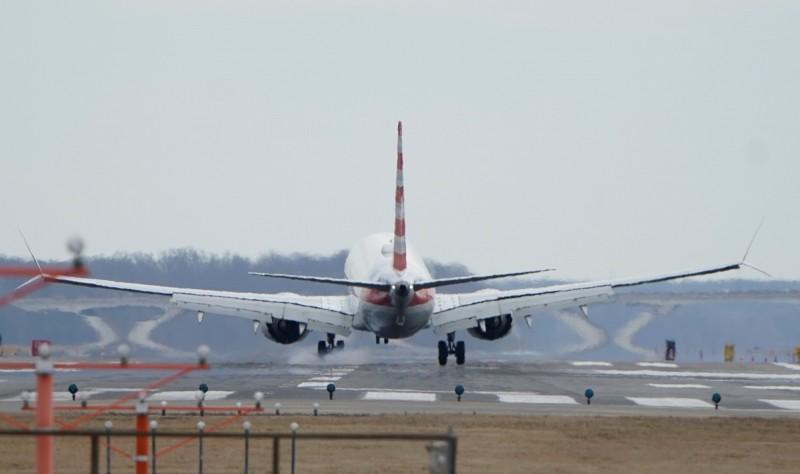 男子突打開緊急逃生門,嚇壞機上乘客。(示意圖,路透資料照)