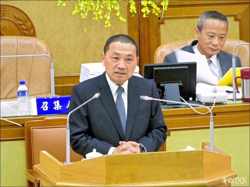 新北市長侯友宜昨到市議會報告明年度總預算案籌編經過及編列情形。 (記者何玉華攝)