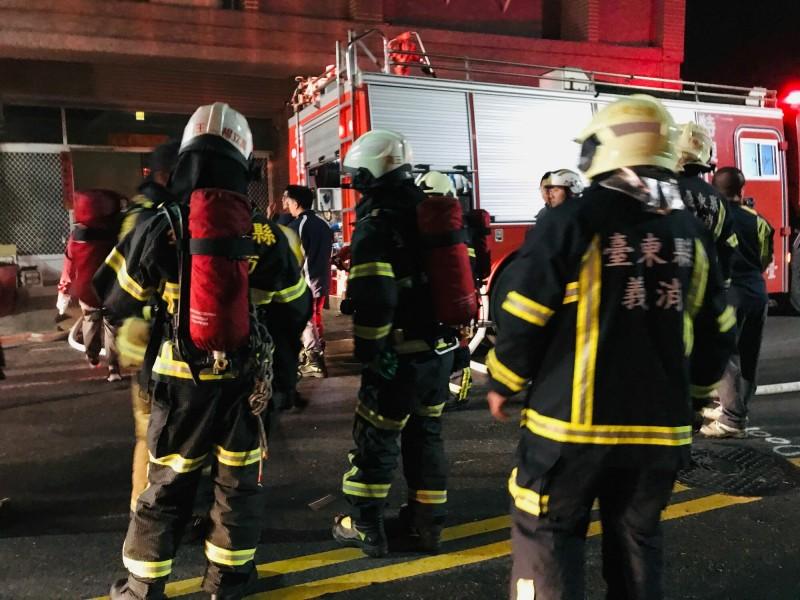 台東市開封街今天深夜傳住宅火警。(記者黃明堂翻攝)