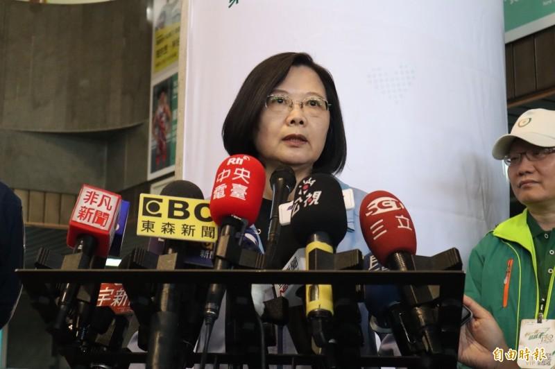 蔡英文表示,民進黨執政縣市都比韓在高雄市好,也希望他的市政做得不順、選舉選得困難不能全部都推給人民。(記者周湘芸攝)