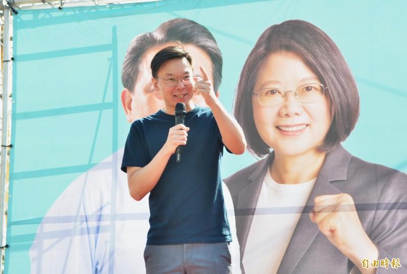 王定宇仁德競選總部成立,民進黨副秘書長林飛帆首度返鄉站台。(記者吳俊鋒攝)