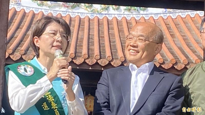 蘇貞昌(右)認為韓的選舉策略是在搶版面。(記者張聰秋攝)