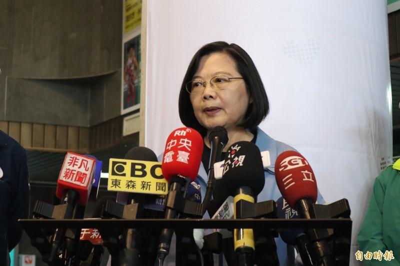 蔡英文表示,韓國瑜還是應該把大家質疑的事情說清楚。(記者周湘芸攝)