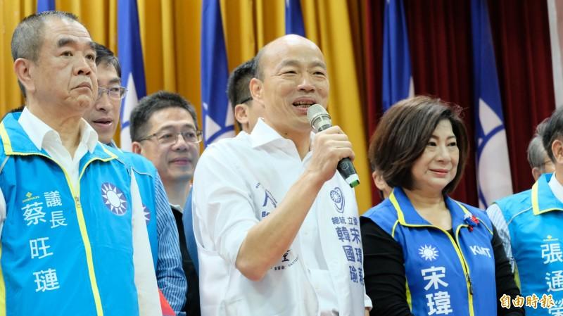國民黨總統參選人韓國瑜(中)指執政團隊把自己變成匈奴,用掠奪的心態不停地掠奪台灣的資源,掠奪完就走人。(記者林欣漢攝)