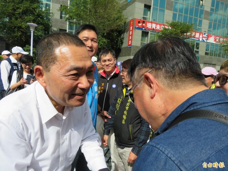 新北市長侯友宜被問到何時與韓國瑜合體時,表示「碰得上,碰;碰不上,就隨緣」。 (記者何玉華攝)