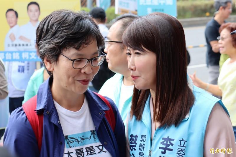 蔡壁如(左)澄清並未與黃國昌接觸,談民眾黨不分區議題。(記者翁聿煌攝)
