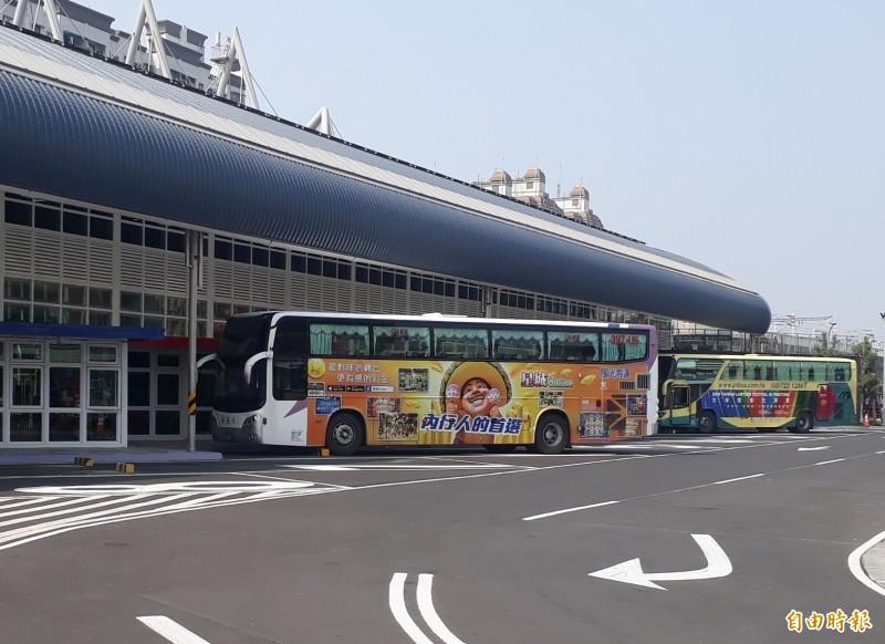 屏東市區公車平均每班只有1人搭乘。(記者侯承旭攝)