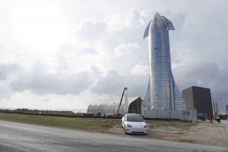 SpaceX今天9月發表的原型太空船。(美聯社)
