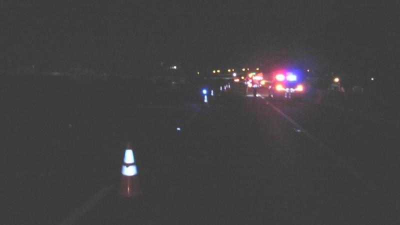 楊男莫名跑到國道一號北上175.9公里處,被多車輾斃,國道警察獲報趕往現場處理。(記者歐素美翻攝)