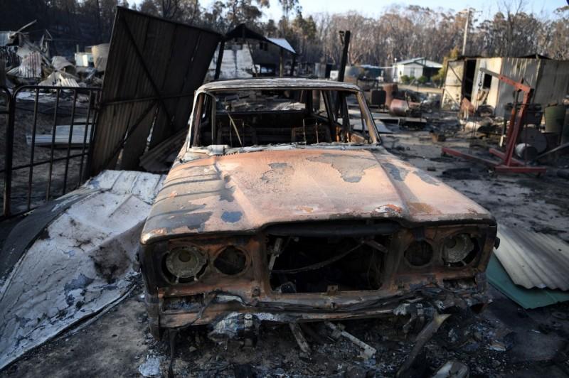 在新南威爾斯州附近許多房屋及轎車都被森林大火摧毀。(澳聯社)