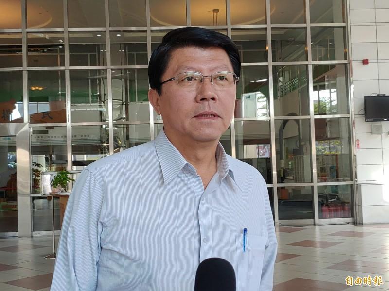 謝龍介表示,很感動找到張善政這樣好的人才,加入韓國瑜的團隊。(記者蔡文居攝)