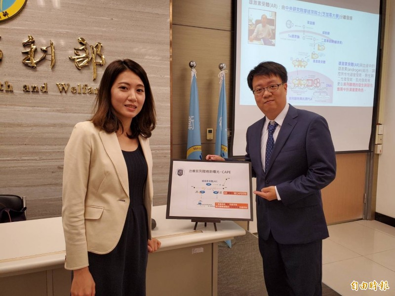 褚志斌副研究員(右)與郭盈妤博士(左)說明研究成果。(記者林惠琴攝)