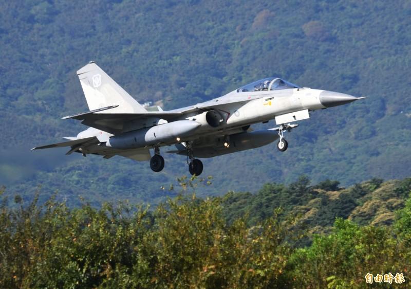 經過「翔昇計畫」性能提升後的IDF戰機,經過多次在空軍佳山基地試降後,今年參演天龍演習,將首度在佳山基地全程起降參加各項競賽。(記者游太郎攝)