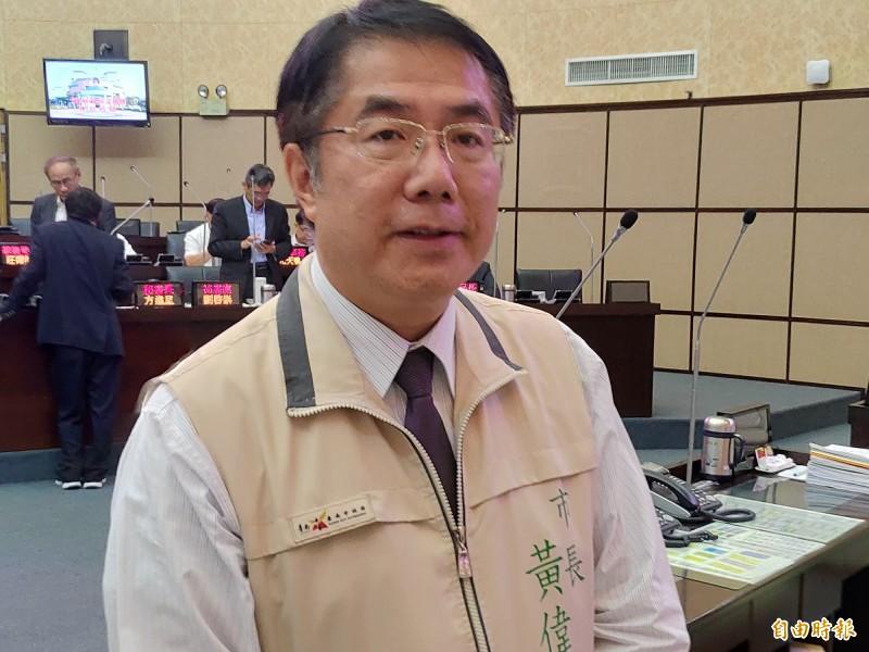 台南市長黃偉哲表示,綠營如要推院長級的人選,目前僅剩前行政院長賴清德和副總統陳建仁2張牌。(記者蔡文居攝)