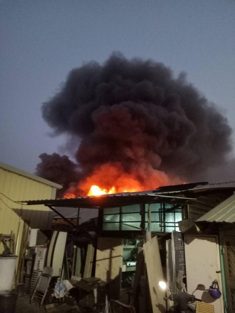 火災現場為木造加蓋鐵皮的民宅(記者丁偉杰翻攝)