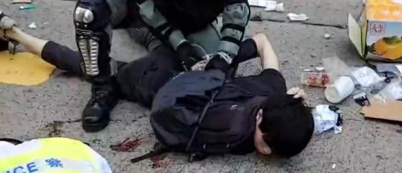 香港1111大三罷,一早傳出港警開槍射傷民眾、逮捕多人。(圖擷取)香港突發事故報料區