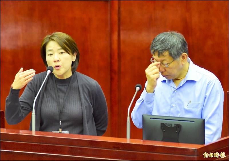 針對韓國瑜南港豪宅案是否施壓台肥,台北市副市長黃珊珊(左)昨表示,協調會是她的助理與北市消保官召開,但沒任何施壓。(記者簡榮豐攝)