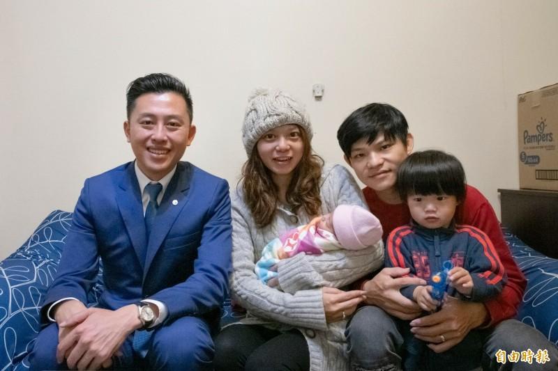 新竹市一對32歲年輕爸媽,7年多生了6胎,第6胎10月剛出生,幾乎打破竹市近10年的生育紀錄。(記者洪美秀攝)