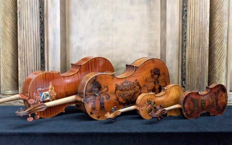 奇美聖誕週末首度規劃「皇家名琴」限定展出,還有獨家演奏。(記者吳俊鋒翻攝)