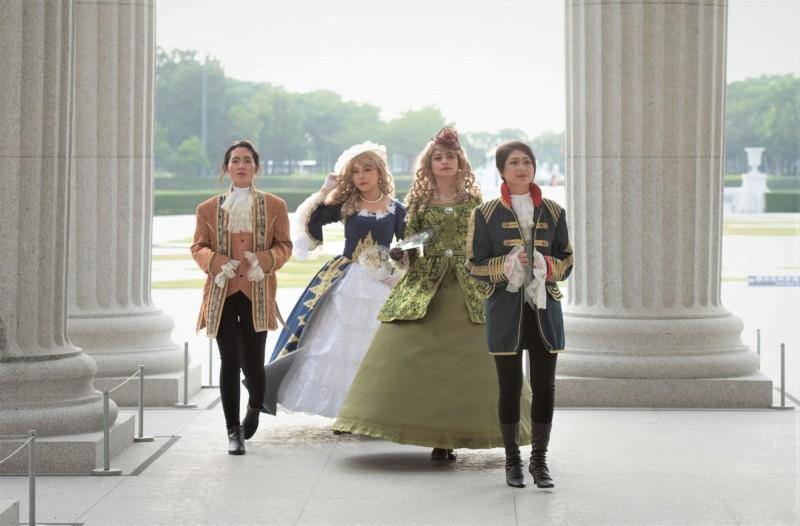 化裝舞會將有穿著華服的皇室貴族現身,與民眾同樂。(記者吳俊鋒翻攝)
