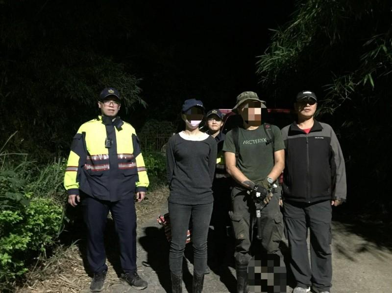 陳姓女子與曾姓友人在鹿廚坑山區迷路,所幸在警消協助下順利脫困。(記者鄭名翔翻攝)