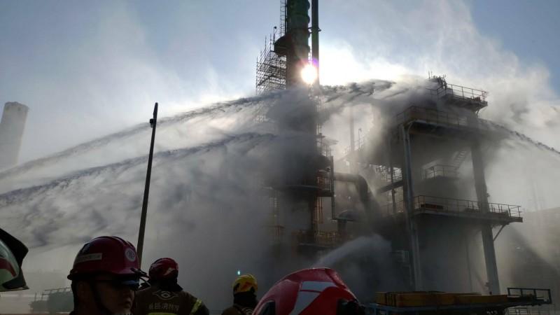 麥寮六輕廠區內塑化公司煉製一廠在今天下午2點左右傳出火警,幸及時撲滅。(民眾提供)