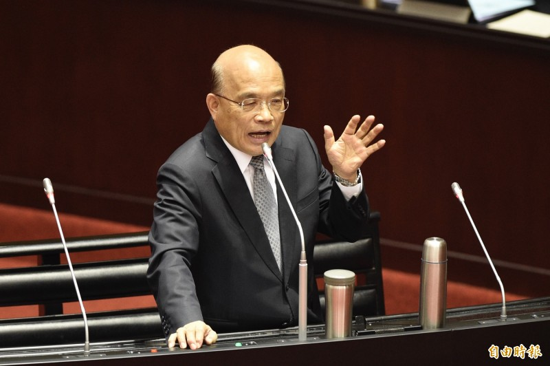 行政院長蘇貞昌(見圖)今日在臉書發文示警表示,網路上最近流傳兩句話:「香港離台灣不遠,一張機票的距離。台灣離香港不遠,一張選票的距離」。(記者叢昌瑾攝)