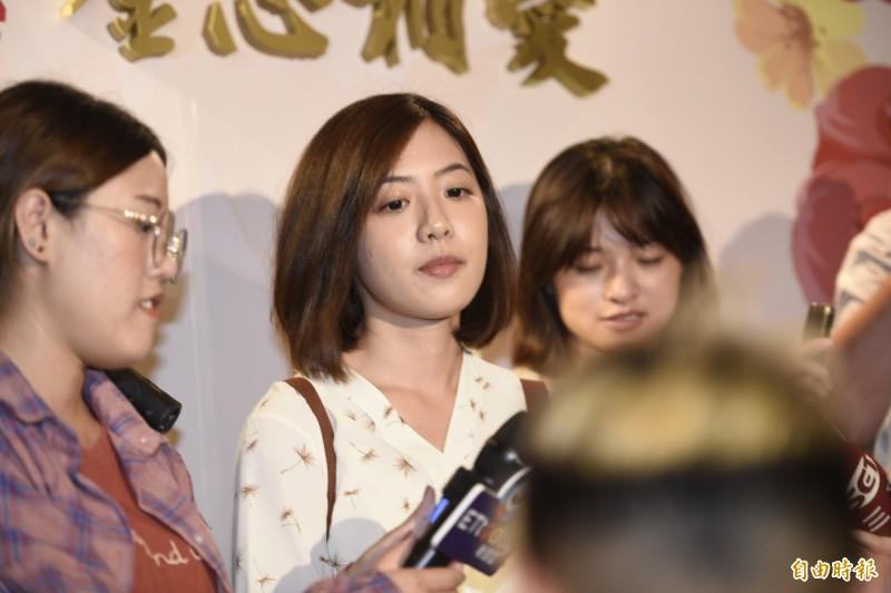 擁有超高人氣的「學姐」、台北市政府副發言人黃瀞瑩今年5月傳出和日籍男友分手,當時引發鄉民熱議,如今傳出新戀情,還被拍到兩人同遊宜蘭煲愛,高調在大街上擁吻,再度成關注焦點。(資料照)