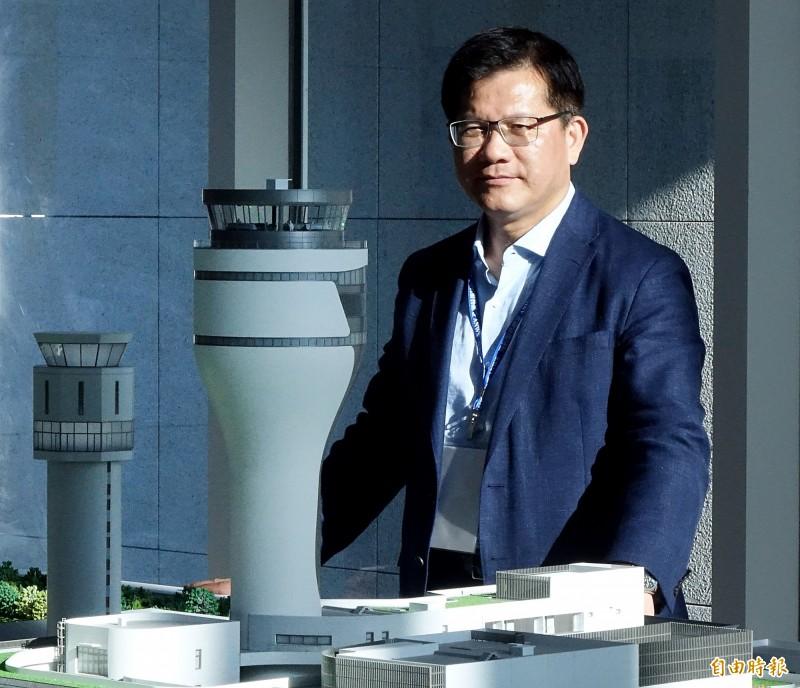 交通部長林佳龍12日視察桃園機場新塔台,對相關進度表示滿意,當場宣布新塔台將於下月16日正式啟用。(記者朱沛雄攝)