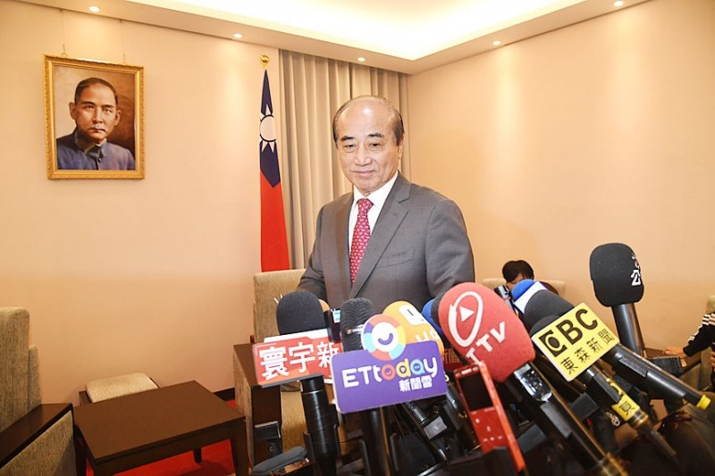 \\192.168.5.8\news\ok_retouch_folder\20191113\p03-191113-aa1.jpg Chinese Nationalist Party (KMT) Legislator Wang Jin-pyng arrives at a news conference in Taipei yesterday. Photo: CNA