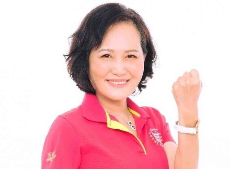 立法院長蘇嘉全妻子洪恒珠今天中午發表聲明宣佈退選,競選總部與輔選人員都將轉為小英後援會,全力協助總統蔡英文爭取連任,為屏東為台灣的未來貢獻心力。(資料照)