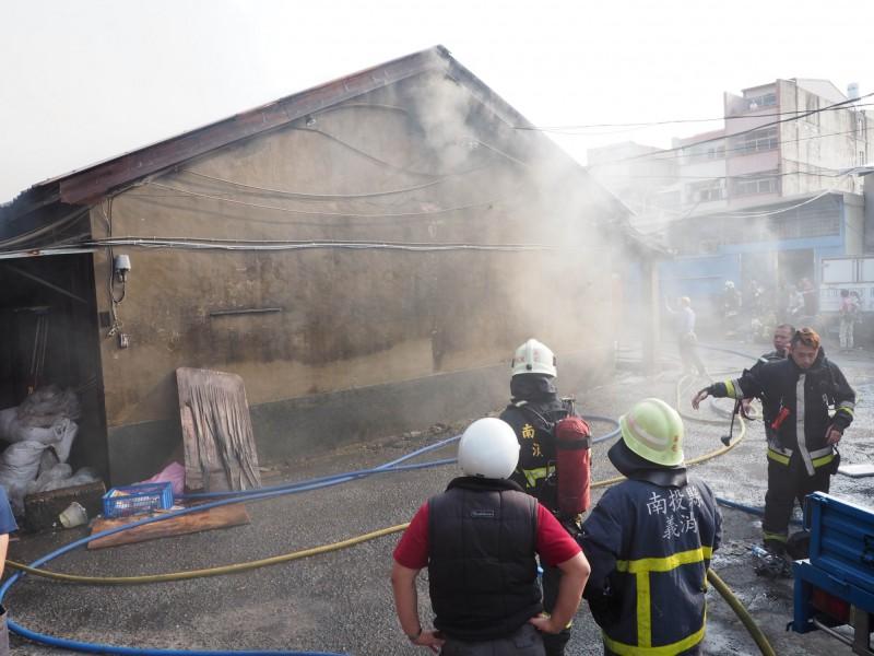 草屯大觀市場火災兩名魚販,被以公共危險罪名起訴。(資料照,記者陳鳳麗攝)