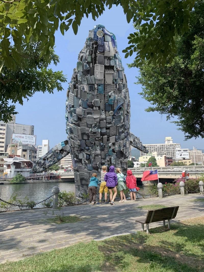 「愛河.愛之鯨」將有15公尺高,圖為示意圖。(高雄市政府提供)