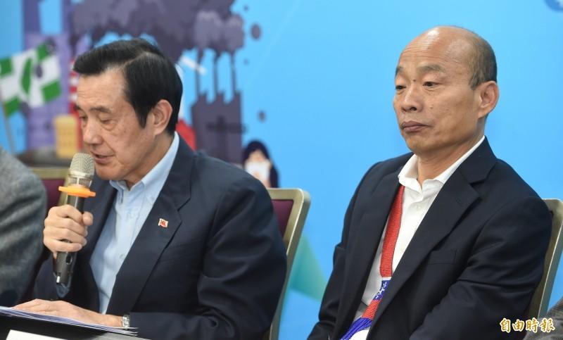 國民黨總統參選人韓國瑜在前總統馬英九致詞時,被拍到疑似打瞌睡,韓國瑜會後主動向媒體澄清他沒有打瞌睡,「只能說我眼睛比較小」。(記者劉信德攝)
