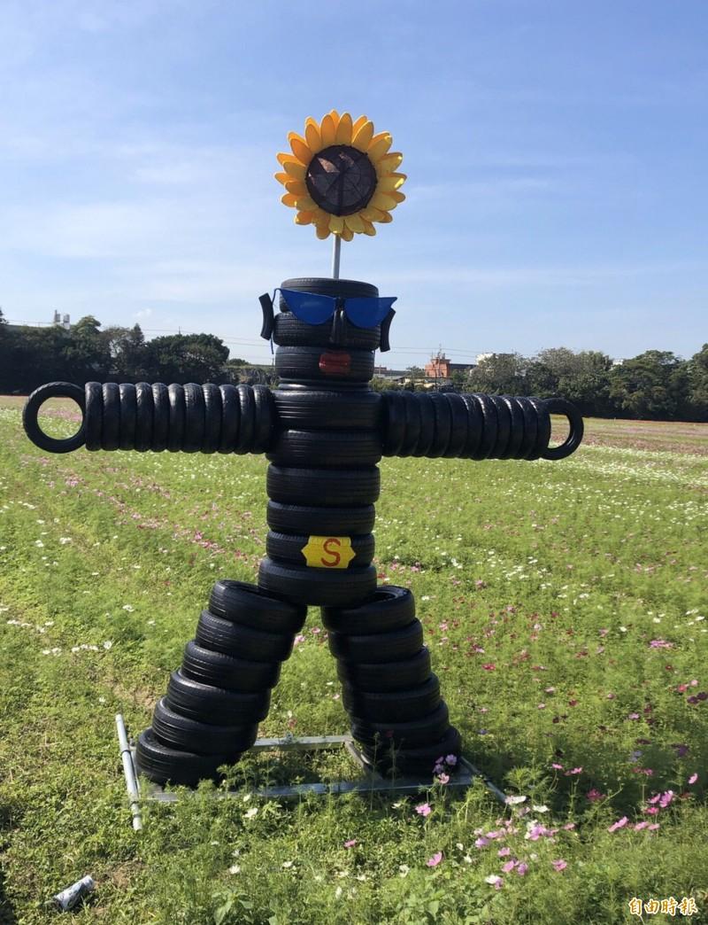 巨型機器人。(記者李容萍攝)