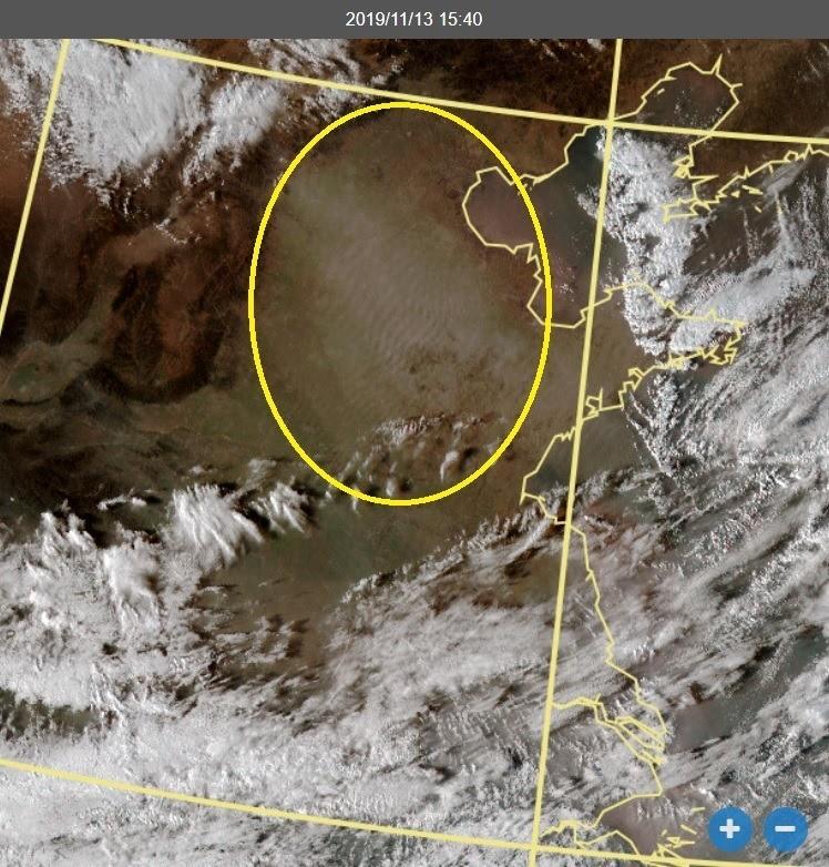 鄭明典解釋,黃色圓圈內的波紋狀是大氣中的波動,看得見波動,表示空氣中有反光物質,就是懸浮微粒。(圖擷取自中央氣象局)