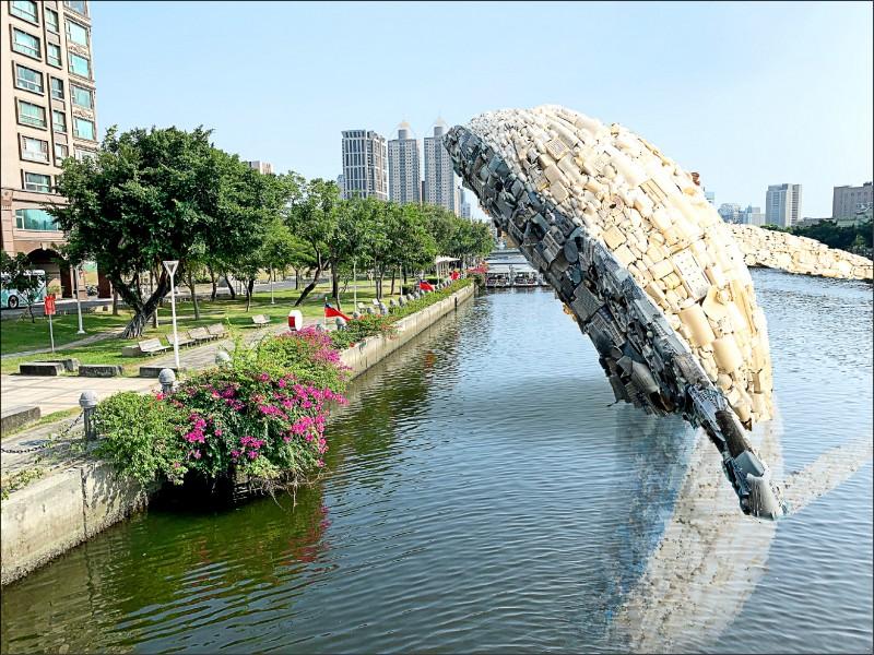 預計明年一月廿一日起配合高雄燈會藝術節,於愛河上展出的大型裝置藝術「愛河.愛之鯨」示意圖。(高雄市政府提供)