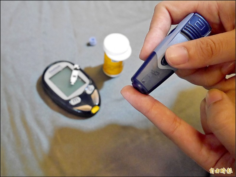 ▲衛福部國健署提醒,民眾要定期量測血糖、了解血糖變化。(記者林惠琴攝)
