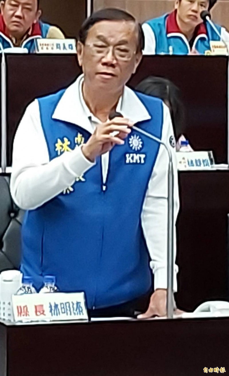 國民黨主席吳敦義列國民黨不分區立委第10名,南投縣長林明溱14日在縣政總質詢表示,這是見仁見智問題。(記者張協昇攝)