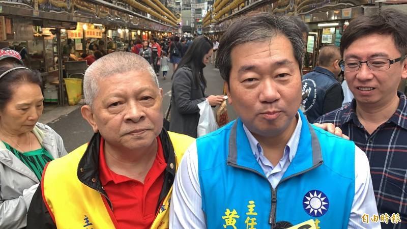 國民黨基隆市黨部主委黃希賢(右二)說,不分區名單是現階段的狀況,11月16日中央委員會議,會再討論。(記者林欣漢攝)