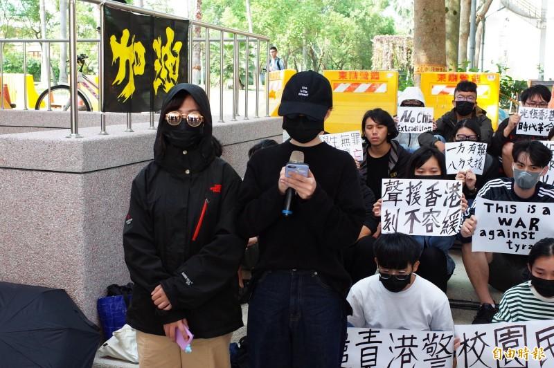 在國立東華大學就讀的香港學生,希望台灣人堅守立場,把手上的選票投給能保護台灣的人。(記者花孟璟攝)